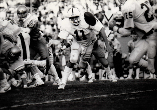 Fred Buckley Makes Pass to Brad Muster, UCLA, Pasadena CA
